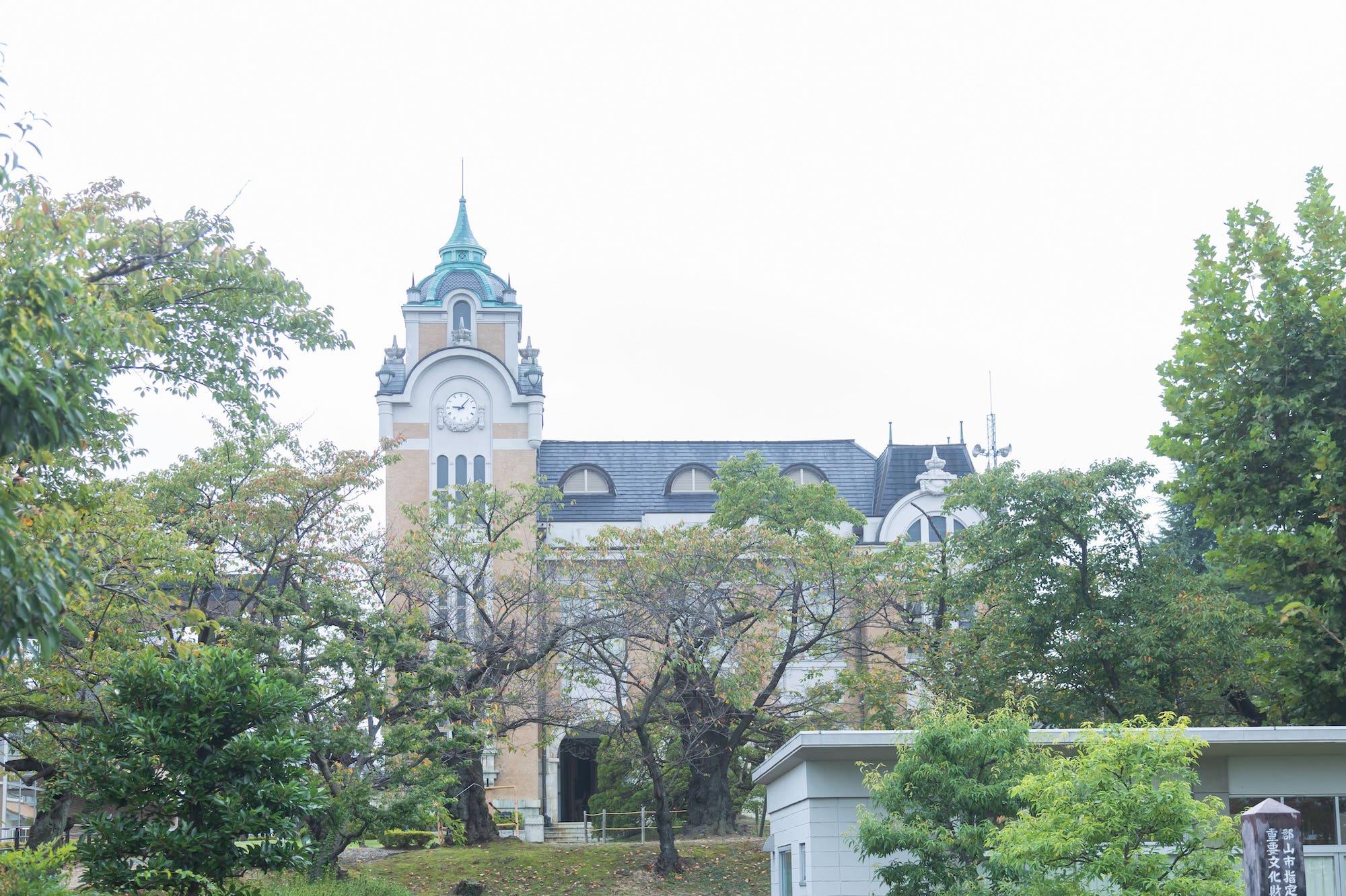 平成16年に改修工事が行われた「郡山市郡山公会堂」。建設当時の風情はそのままにリニューアル。