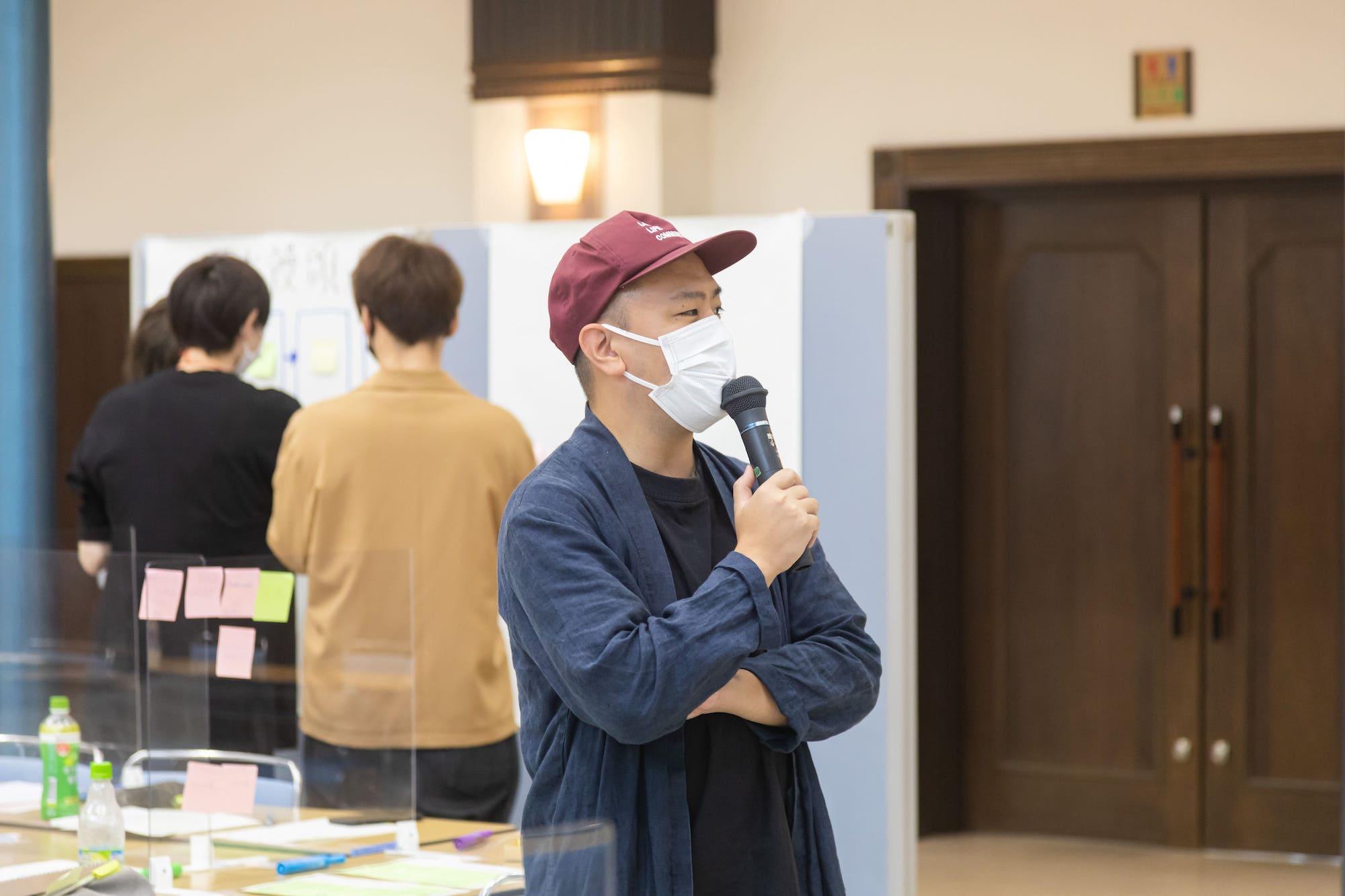 柴田さんもアドバイスしてまわりながら、ワークをサポートしています。